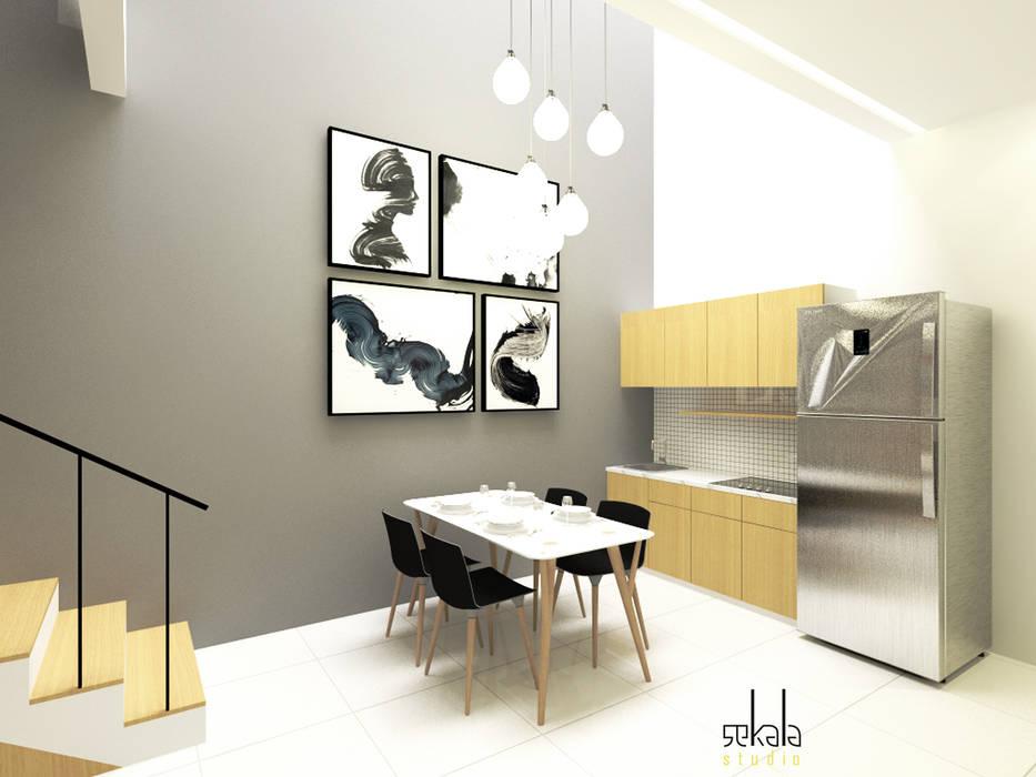 Ruang Makan + Pantry (Dining Room + Pantry) Ruang Makan Modern Oleh SEKALA Studio Modern Batu Bata