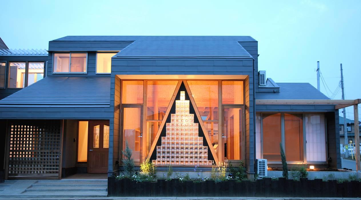 外観 ガラスブロック: 株式会社高野設計工房が手掛けた家です。