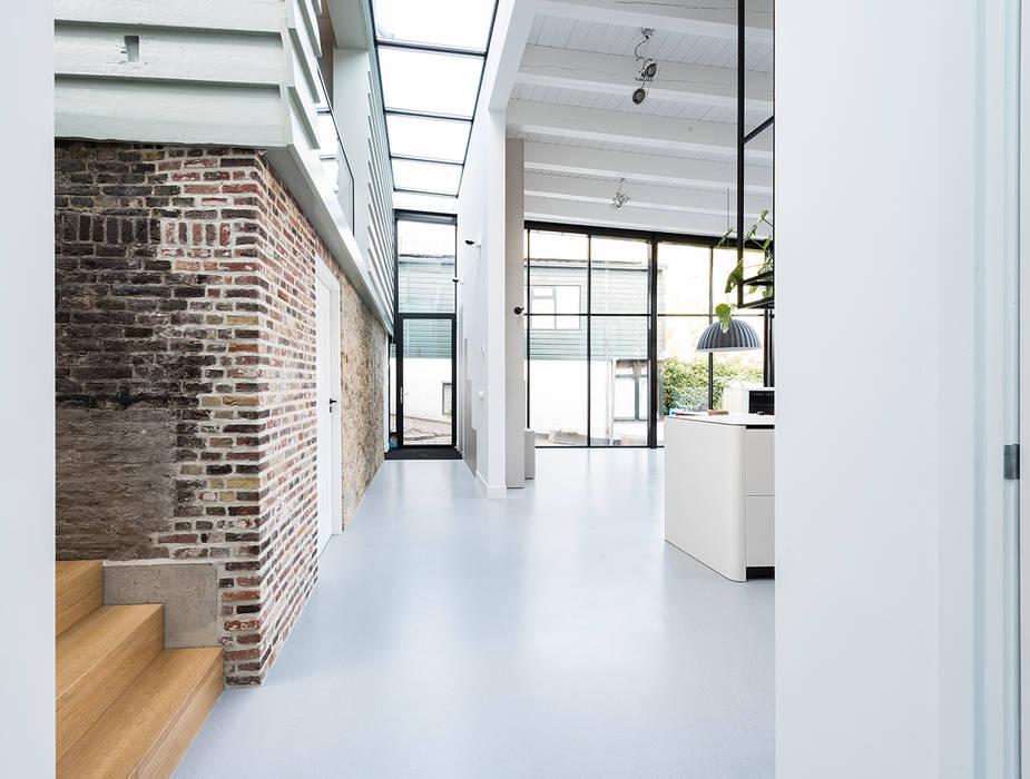 ระเบียงและโถงทางเดิน โดย Dineke Dijk Architecten, โมเดิร์น