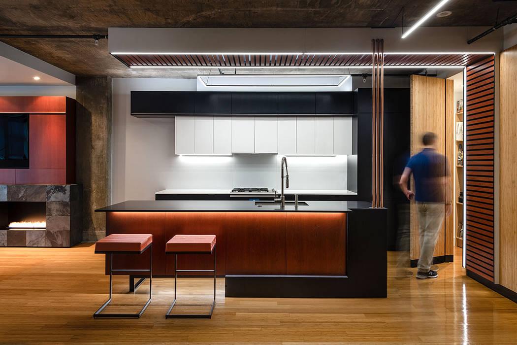 Modern kitchen by KUBE Architecture Modern
