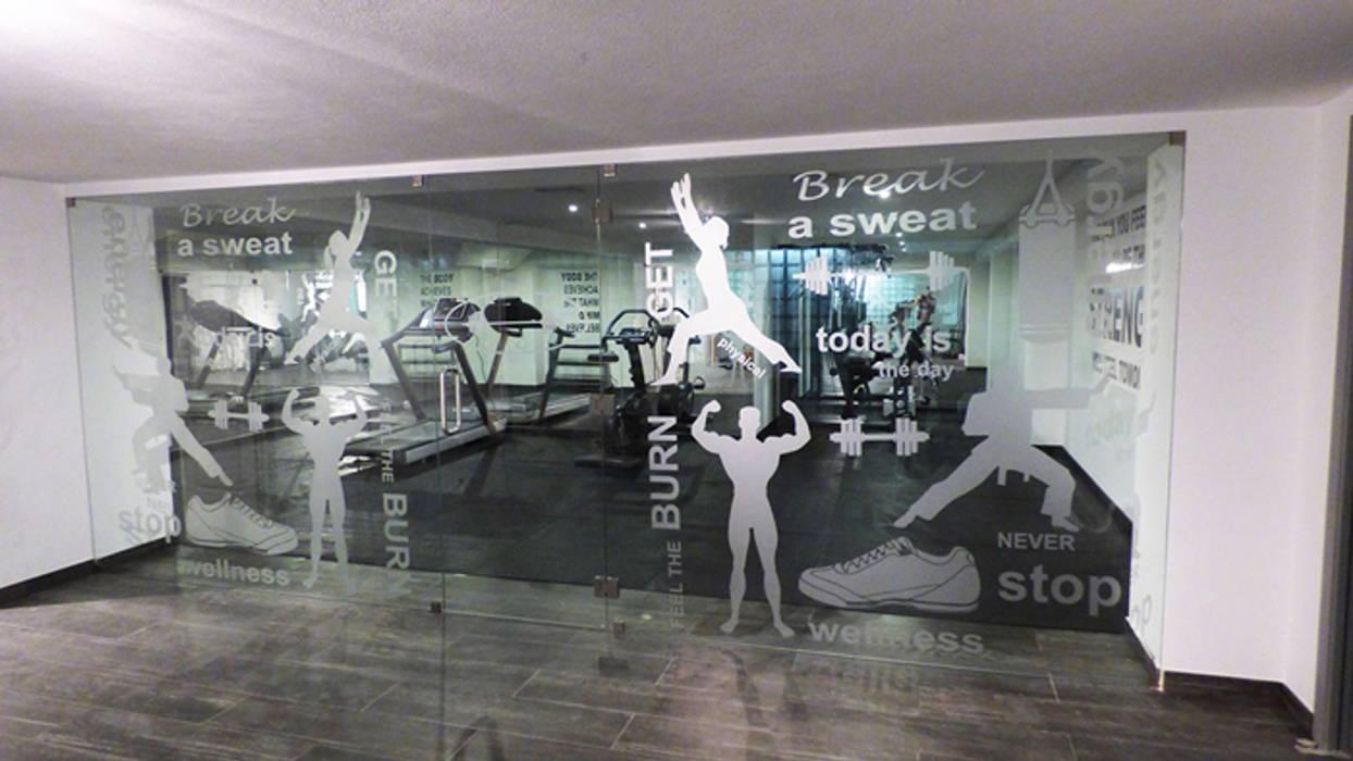 Projection Dreams / CUSTOM CINEMA 360 LDA Salle de sport moderne Caoutchouc Gris