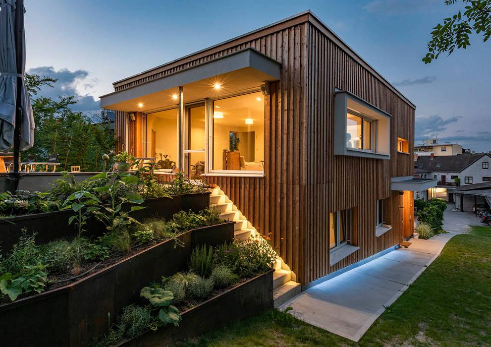 Holzfassade un Holzbau Moderne Häuser von AL ARCHITEKT - in Wien Modern