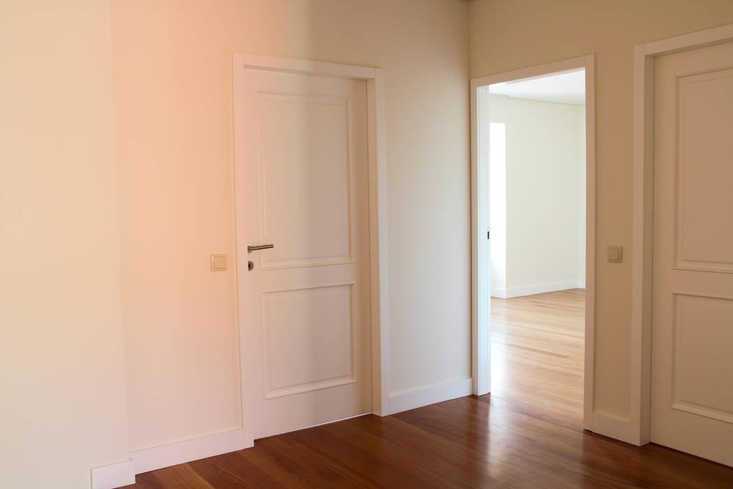 Puertas modernas de Melo & Filhos Carpintaria Moderno