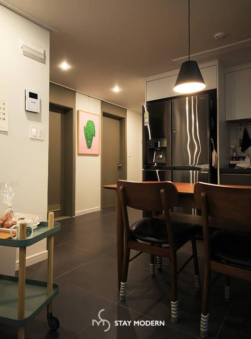 [25PY] 부산 장림 극동 스타클래스 25평 인테리어: 스테이 모던 (Stay Modern)의  다이닝 룸