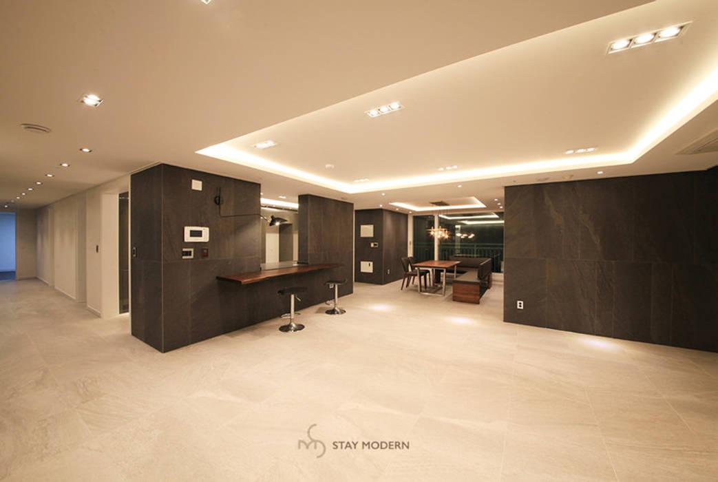 [61py] 부산 화명동 롯데캐슬 카이저 61평형 인테리어 모던스타일 거실 by 스테이 모던 (Stay Modern) 모던