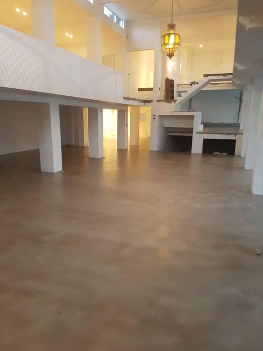 The Liquid Collection Koridor & Tangga Gaya Industrial Plastik Transparent