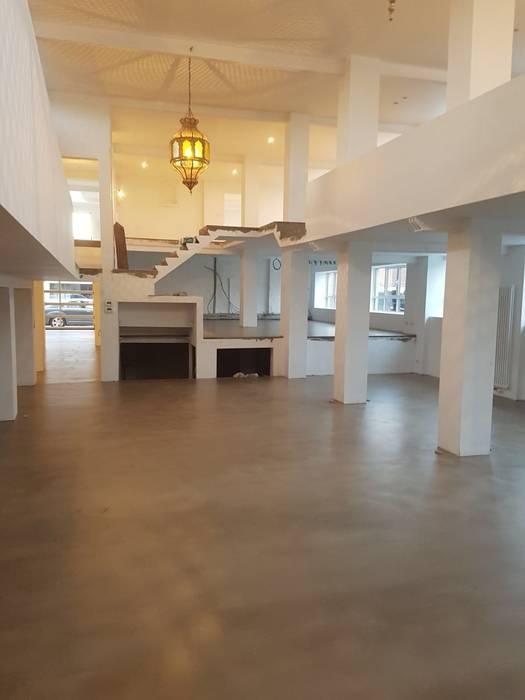 Prachtige Cement Base (betonlook gietvloer in woonhuis) van The Liquid Collection The Liquid Collection Industriële keukens Beton Grijs