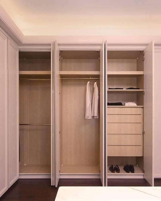Lemari Pakaian: Bedroom oleh ARF interior,