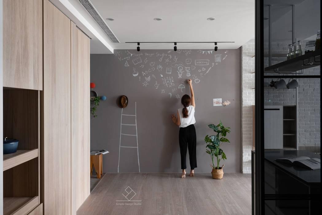 新竹陳宅-清新北歐:  走廊 & 玄關 by 極簡室內設計 Simple Design Studio