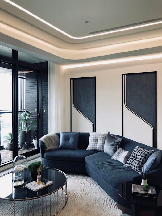 沙發也搭配整個空間圓弧主題:  客廳 by On Designlab.ltd,