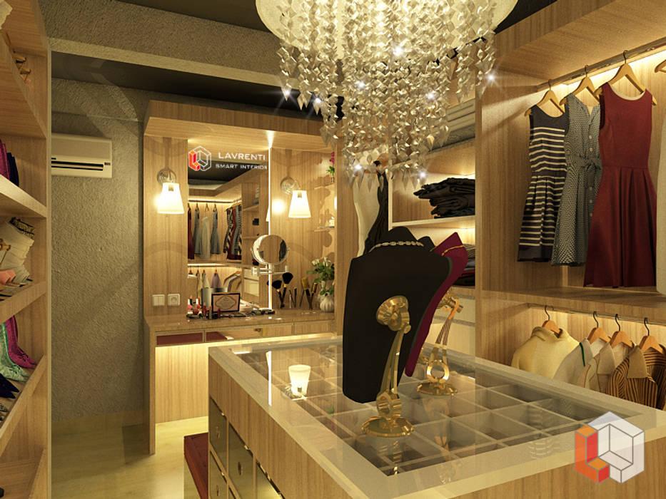 Residensial Kelapa Gading:  Ruang Ganti by Lavrenti Smart Interior