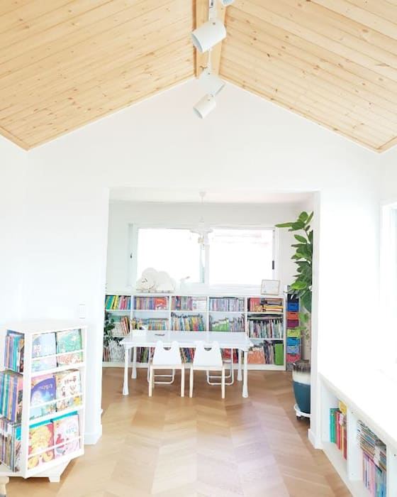토끼네집 스노우 책상 : 토끼네집의  아이 방