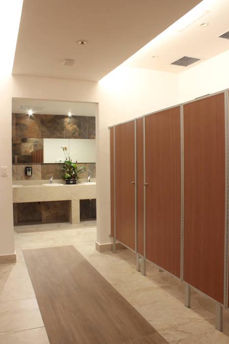Pasillo y espejo iluminación 2: Baños de estilo  por emARTquitectura