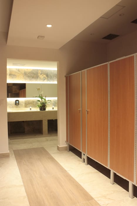 Pasillo y espejo iluminación 3: Baños de estilo  por emARTquitectura