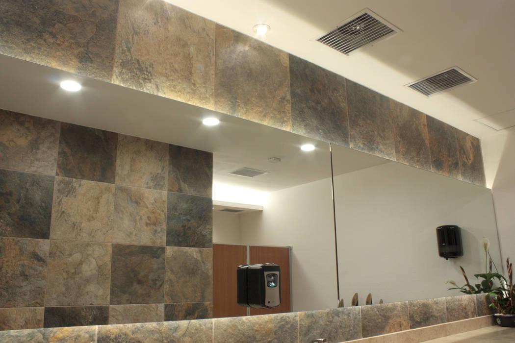 Espejo de baño iluminación 5 de homify Clásico