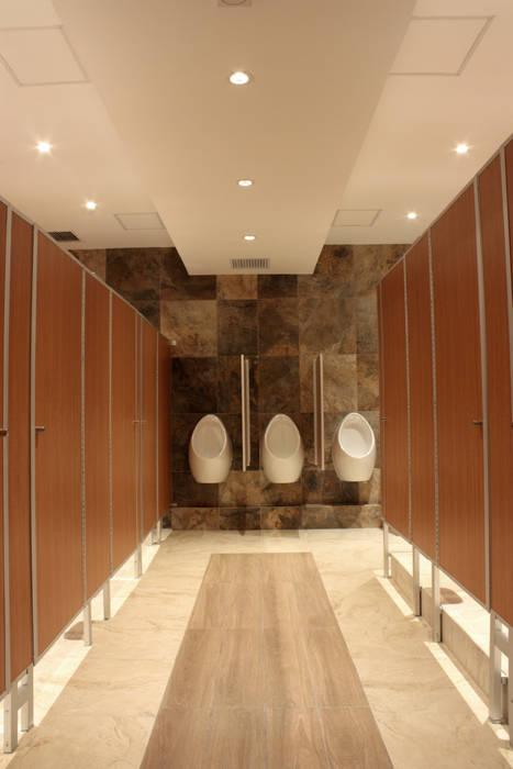 Pasillo de baño iluminación 1: Baños de estilo  por emARTquitectura
