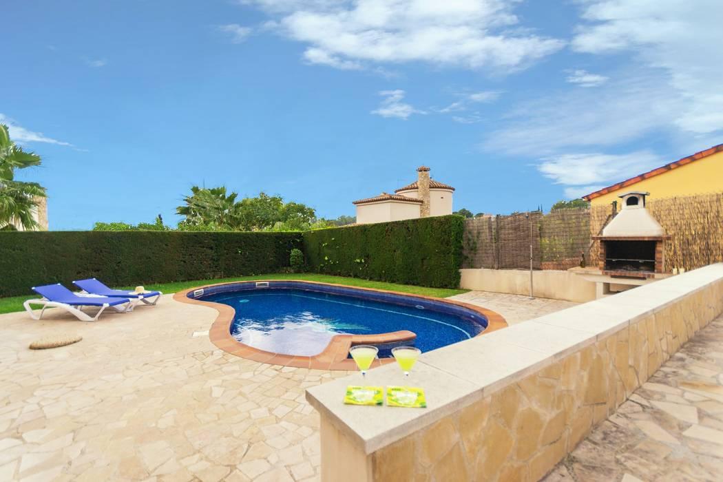 Home Staging en plurifamiliar de El Perelló Piscinas de estilo mediterráneo de Home Staging Tarragona - Deco Interior Mediterráneo