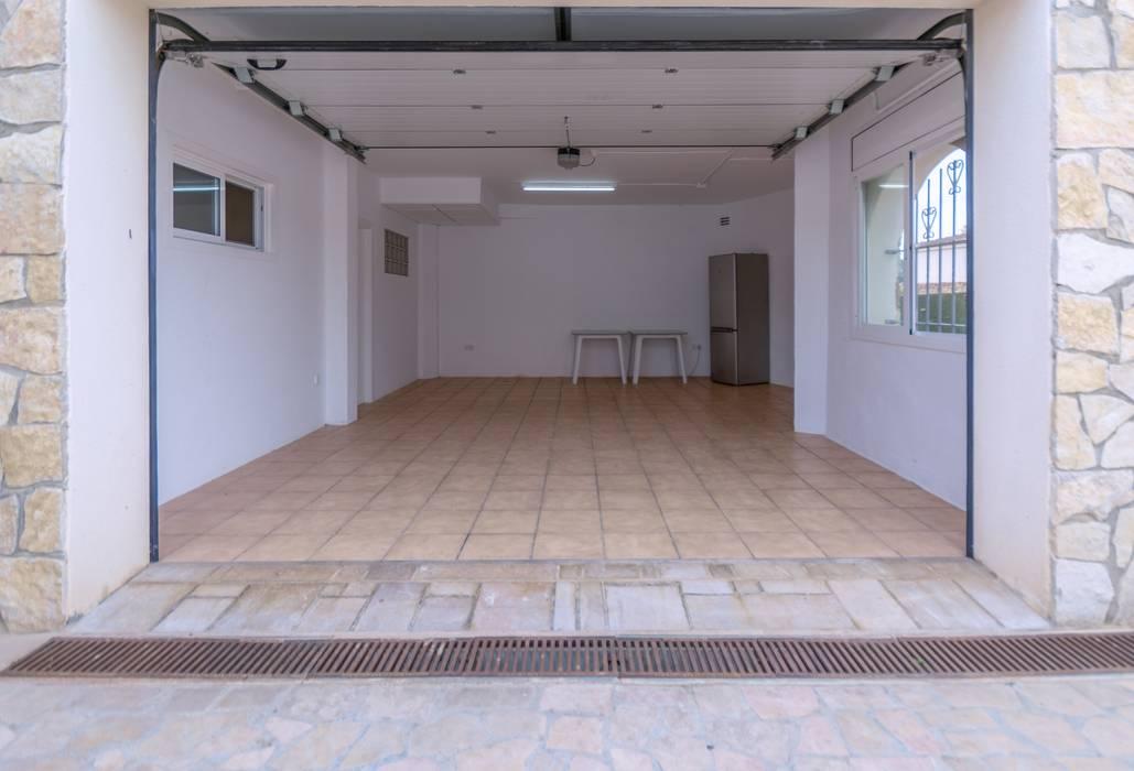 Mediterranean style garage/shed by Home Staging Tarragona - Deco Interior Mediterranean