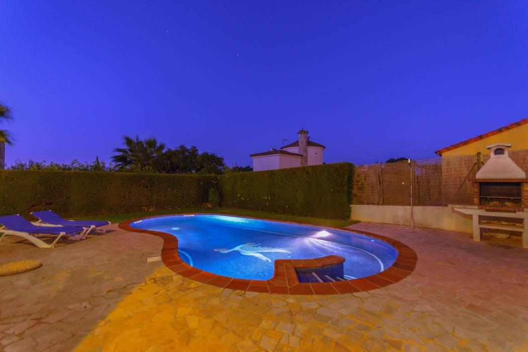 Kolam Renang Gaya Mediteran Oleh Home Staging Tarragona - Deco Interior Mediteran