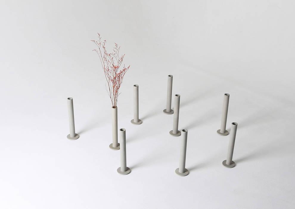 Cylinder Vase. 콘크리트 화병: PLUSTAN. 플러스탠의  거실