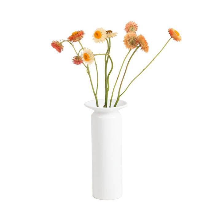 Vase.01 세라믹 화병: PLUSTAN. 플러스탠의  가정 용품