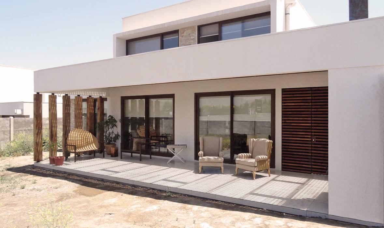 Quincho San Anselmo, 30m2, Chicureo: Techos planos de estilo  por m2 estudio arquitectos