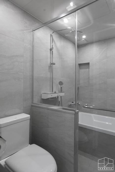 깔끔하고 군더더기 없는 용인 수지 동문굿모닝힐 5차 33py _ 이사 전: 홍예디자인의  욕실