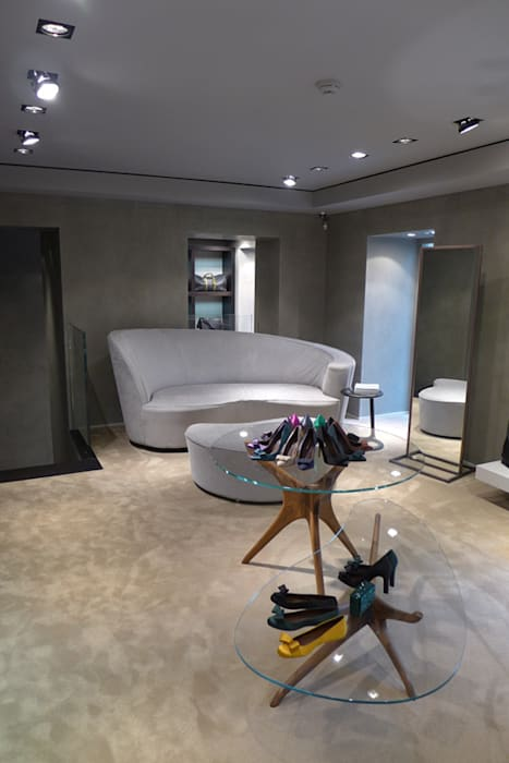 Milan store Modern Study Room and Home Office by Arredamenti Caneschi srl Modern Wood Wood effect
