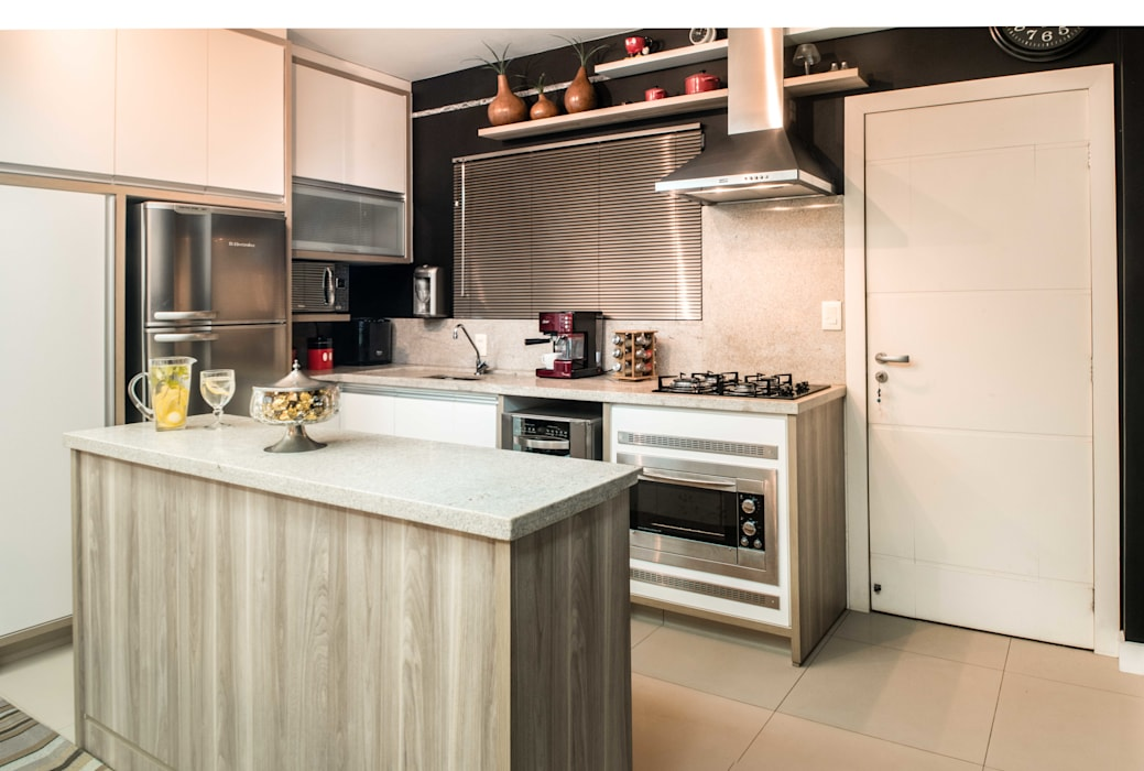 Cozinha embutida: Cozinhas embutidas  por Revisite,