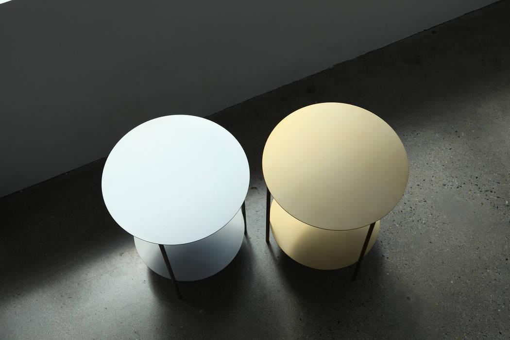 Basic Round Side Table [Gold.Silver]: PLUSTAN. 플러스탠의  거실
