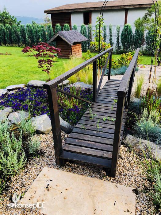 konseptDE Peyzaj Fidancılık Tic. Ltd. Şti. – MASALKÖY öZEL KONUT Peyzaj Projelendirme ve Uygulama & Landscaping project and application:  tarz Bahçe, Rustik