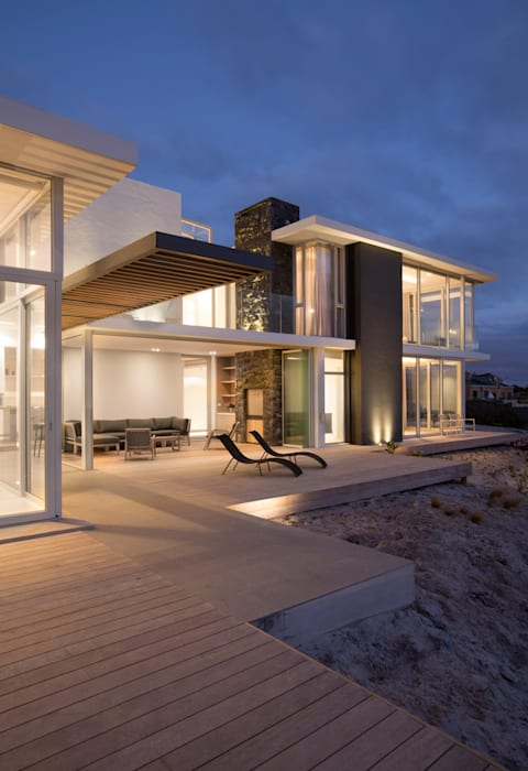 Beach House, Melkbos:  Houses by GSQUARED architects, Modern