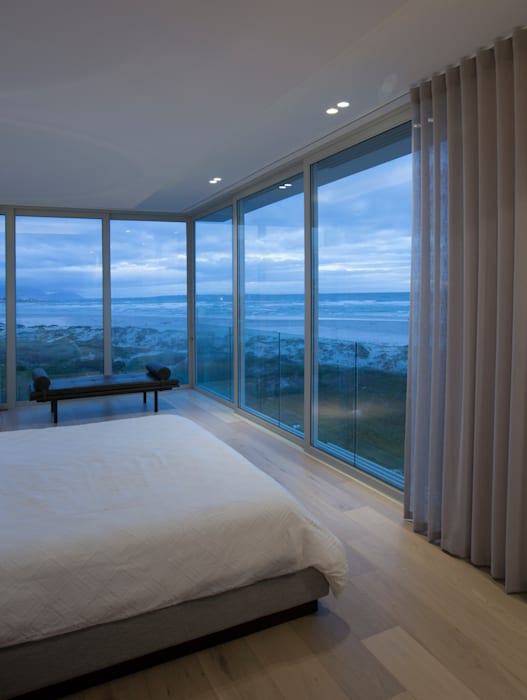 Beach House, Melkbos Modern style bedroom by GSQUARED architects Modern