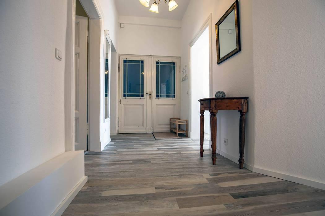 Flur zur Ferienwohnung WohlfühlCelle von Interiordesign - Susane Schreiber-Beckmann gestaltet Räume.