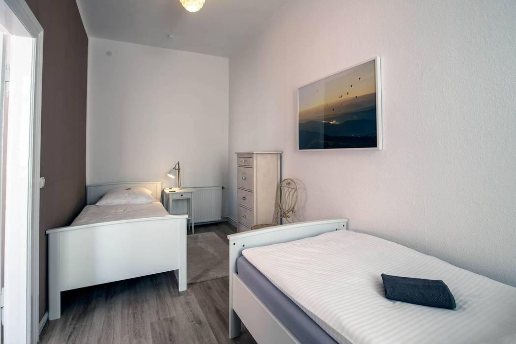 Nachher - Schlafraum Ferienwohnung von Interiordesign - Susane Schreiber-Beckmann gestaltet Räume.