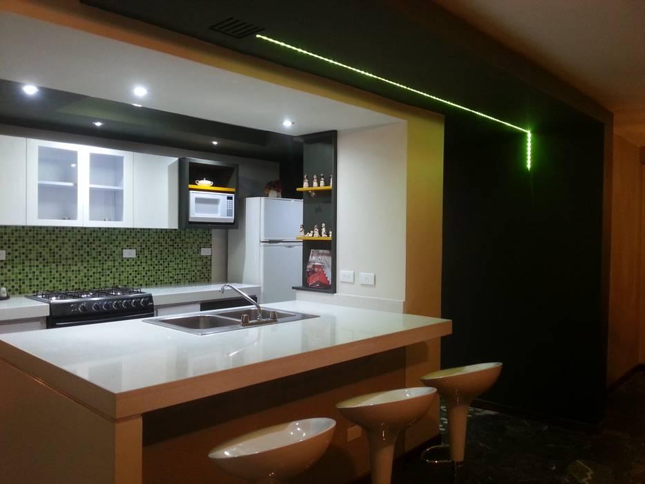 Vista lateral izquierda: Cocinas equipadas de estilo  por MARATEA Estudio