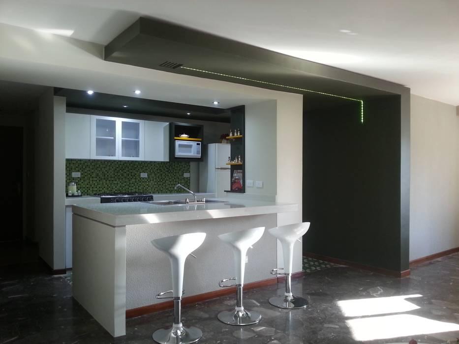 Vista lateral izquierda: Cocinas pequeñas de estilo  por MARATEA Estudio