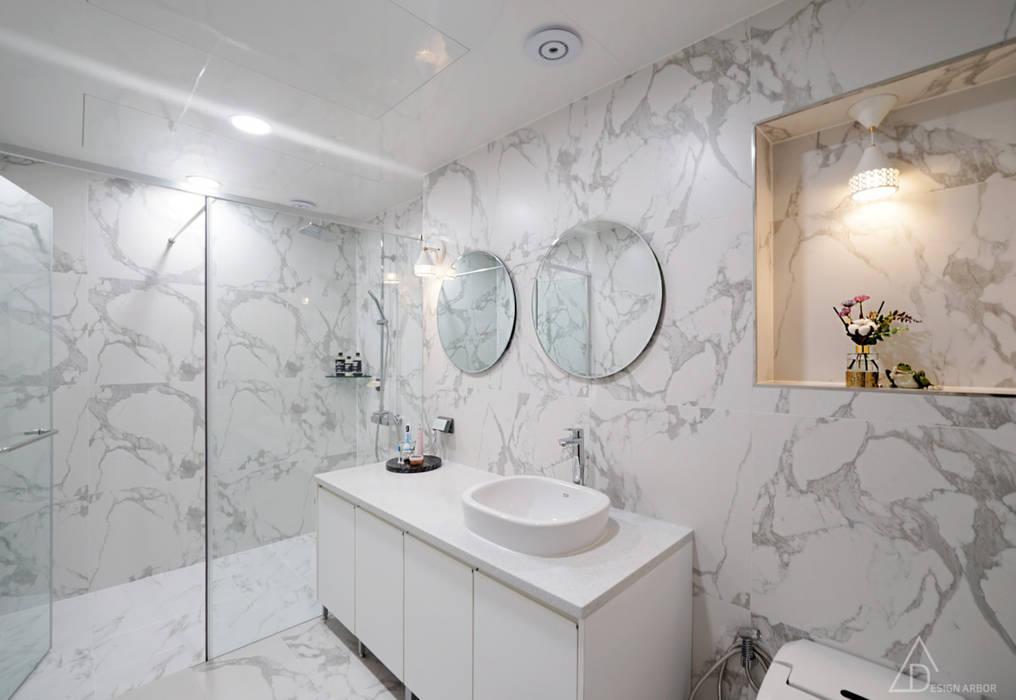 차분한 그레이 인테리어: 디자인 아버의  욕실
