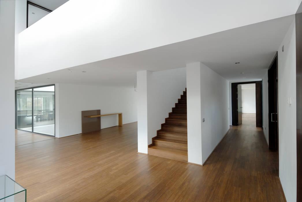 Construir vivienda unifamiliar en Madrid, arquitectura: Suelos de estilo  de Otto Medem Arquitecto vanguardista en Madrid,