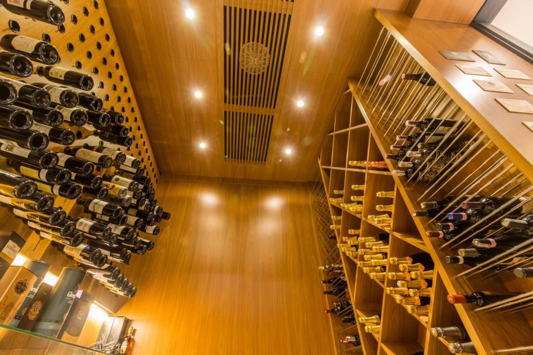 Ruang Penyimpanan Wine oleh C2HA Arquitetos, Rustic Kayu Wood effect