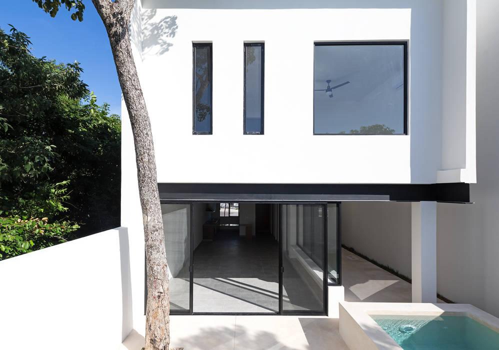Petites maisons de style  par Daniel Cota Arquitectura | Despacho de arquitectos | Cancún