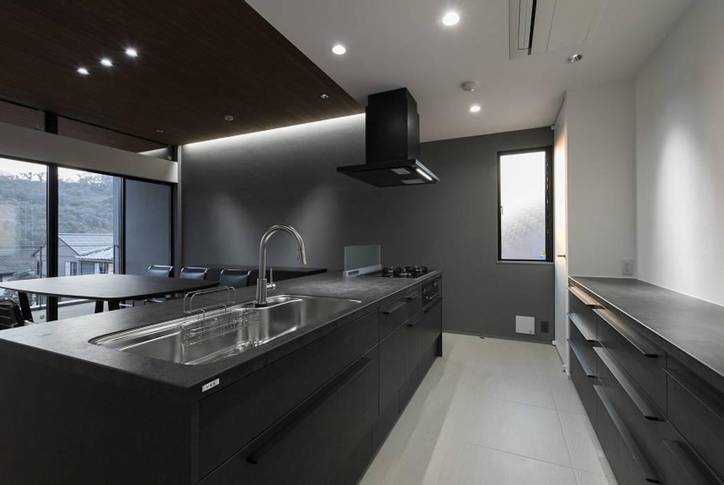 Modern Kitchen by 株式会社横山浩介建築設計事務所 Modern