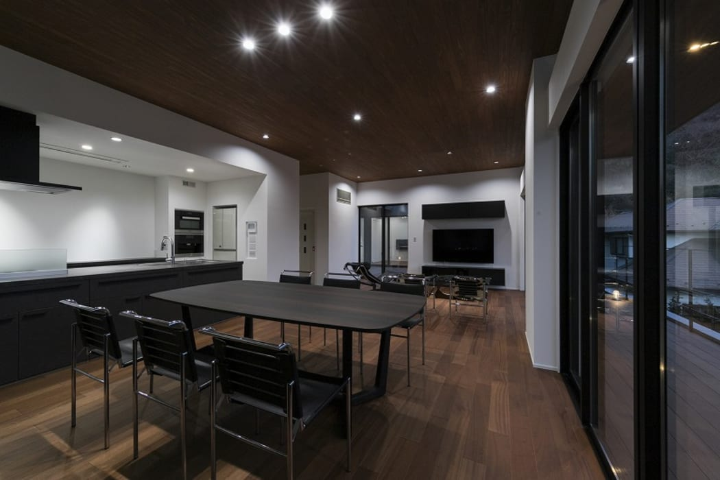 Modern Dining Room by 株式会社横山浩介建築設計事務所 Modern