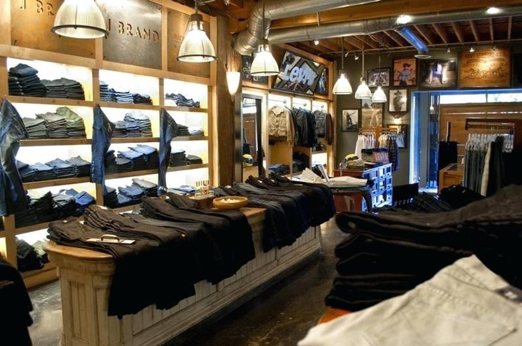 Lampade Siru all'interno del negozio: Negozi & Locali Commerciali in stile  di siru srl