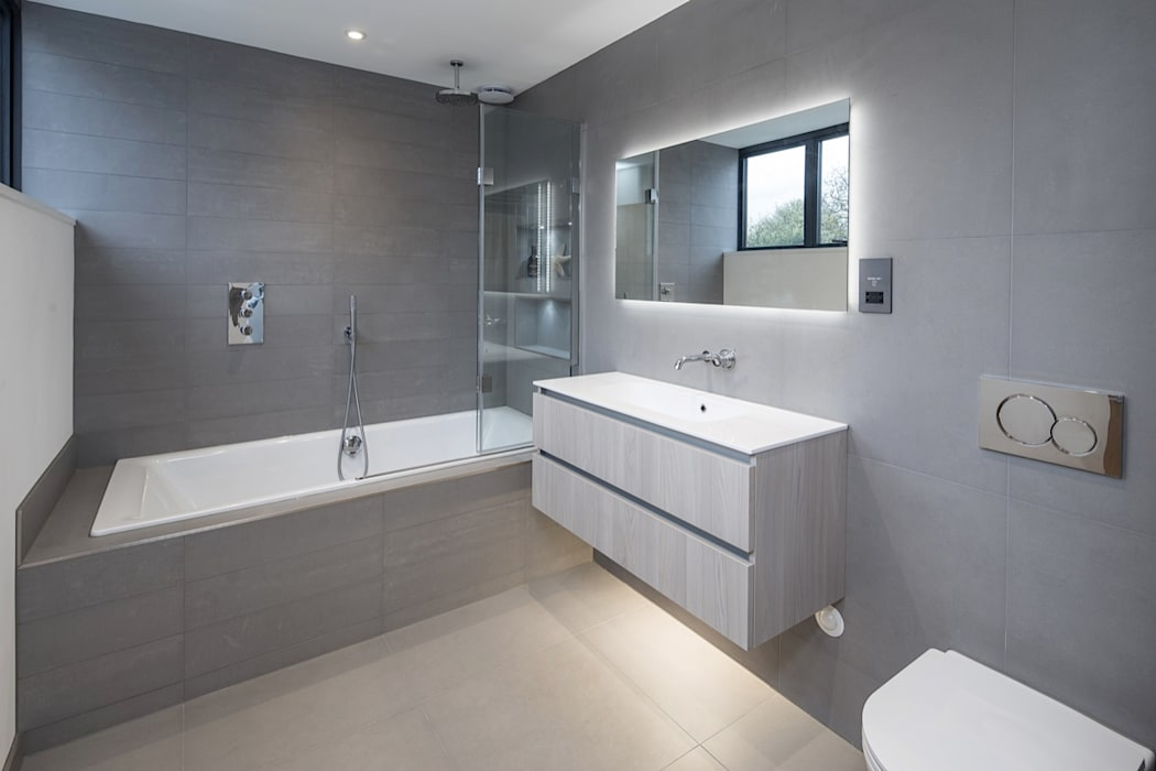 Stamford, Lincolnshire:  Bathroom by NGI Design Ltd