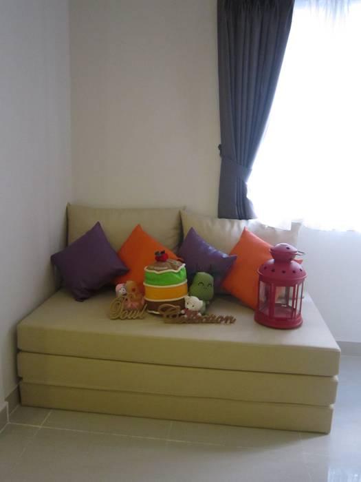 Sudirman Suite Tipe Studio: Ruang Keluarga oleh POWL Studio, Minimalis