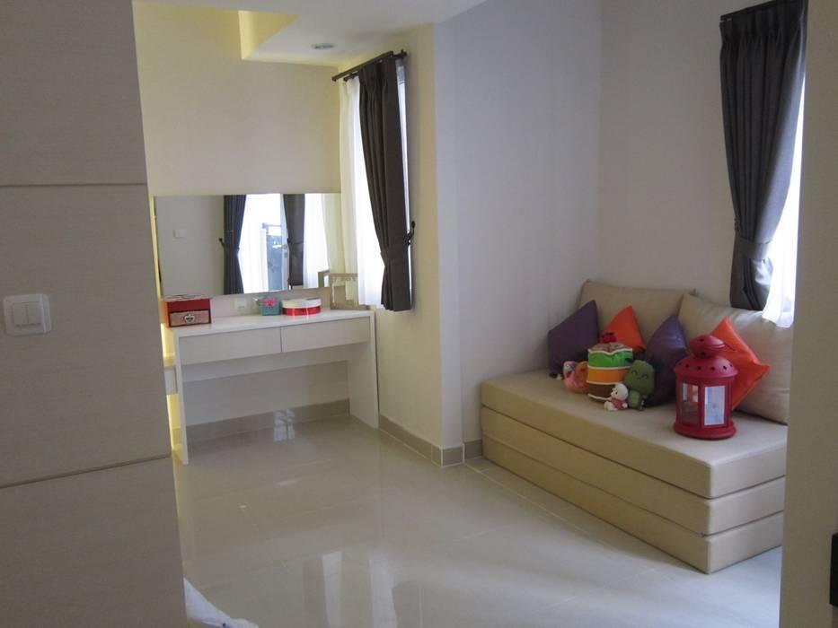 Sudirman Suite Tipe Studio: Koridor dan lorong oleh POWL Studio, Minimalis
