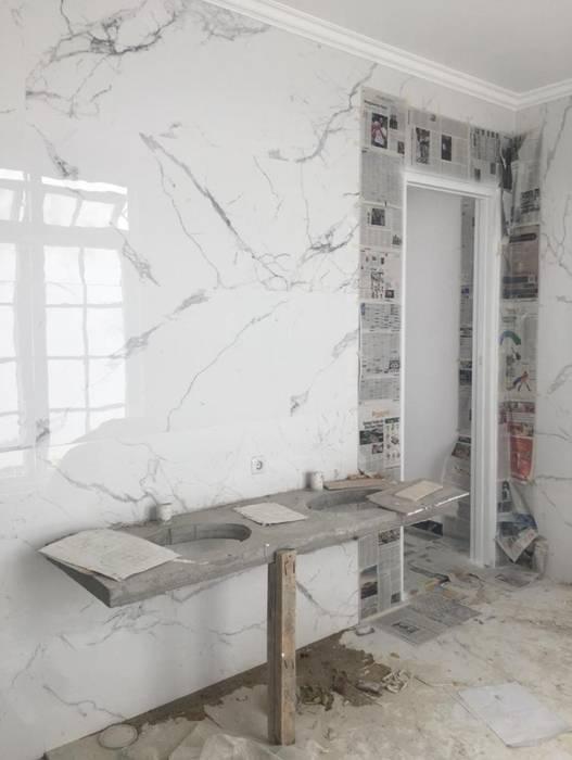 EKSISTING WC MASTER: Kamar Mandi oleh JRY Atelier, Klasik Marmer