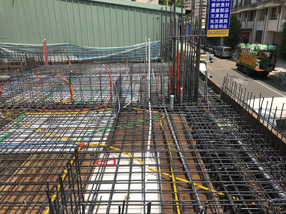 1F柱牆2F版灌漿完成 根據 讚基營造有限公司