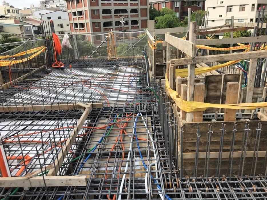 圖右是直通一樓的電梯機坑 根據 讚基營造有限公司